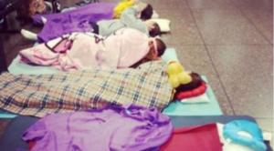 Atlet Renang Malaysia tidur beralas 'sleeping bag'.