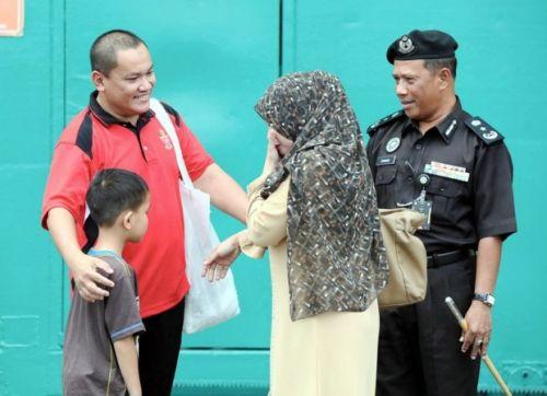 Khatam Al-Quran Lebih 100 Kali Di Penjara Oleh Seorang Penyanyi