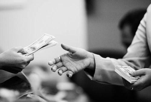 Perhatikan-4-Hal-Sebelum-Meminjam-Uang-di-Bank-untuk-Bisnis